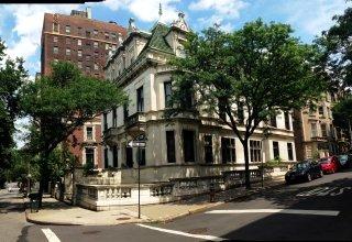 Neal's flat in Manhattan